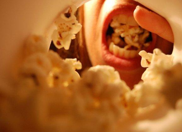¿Sabes por qué comes palomitas en el cine?